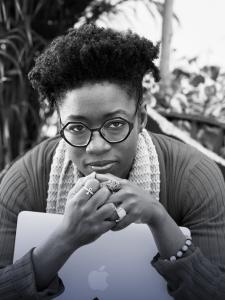 Les IA de reconnaissance faciale ne pouvaient pas reconnaître son visage. Joy Buolamwini a créé de nouvelles bases de données plus diversifiés pour notamment améliorer la reconnaissance des visages noirs.